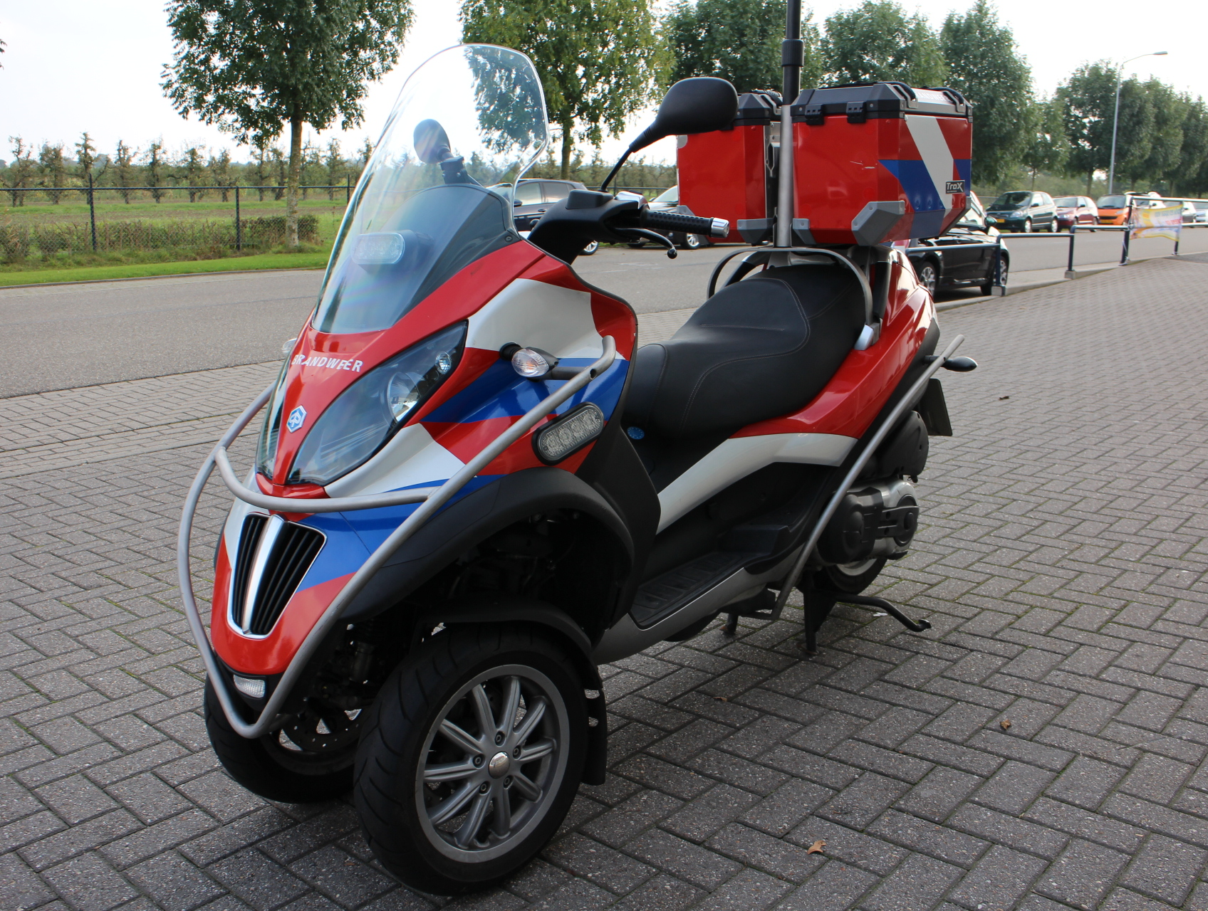 details piaggio scooter scooter 400 lt mp3 brandweer b rijbewijs. Black Bedroom Furniture Sets. Home Design Ideas